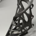 Equerre: design par optimisation topologique, fabrication additive par EBM titane.